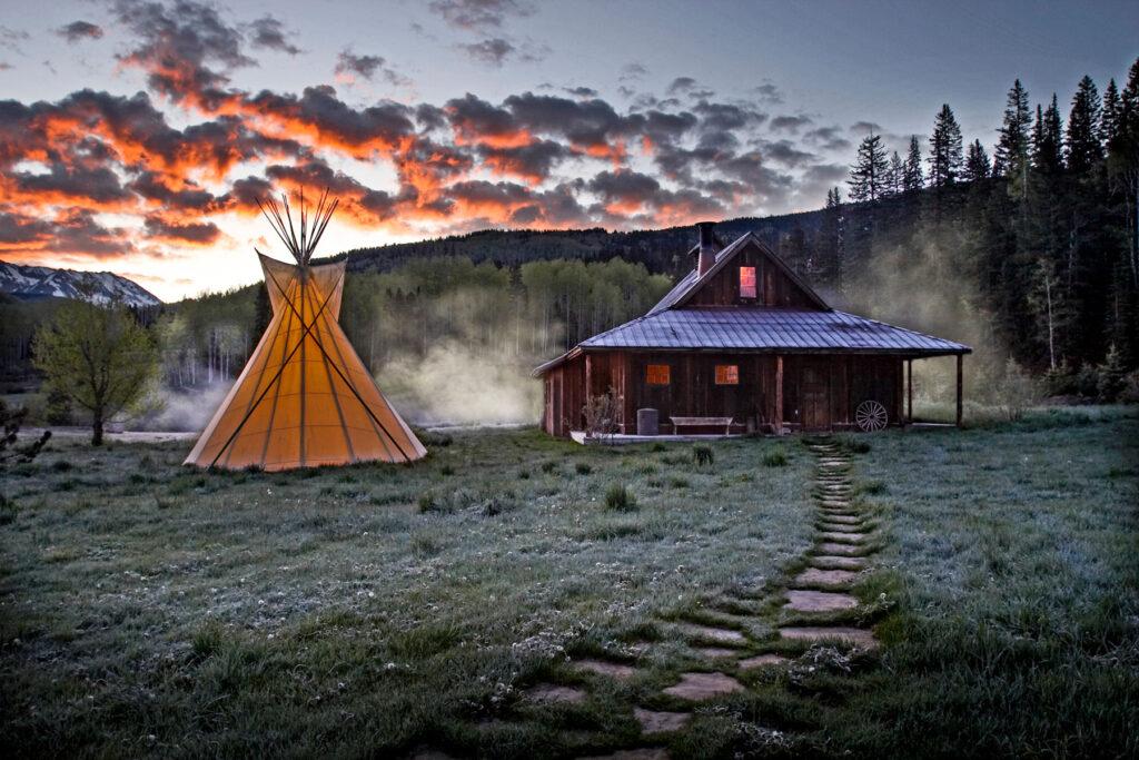 luxury Colorado hot springs cabins at Dunton